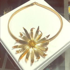 Brand New BCBG statement Flower Necklace Gold